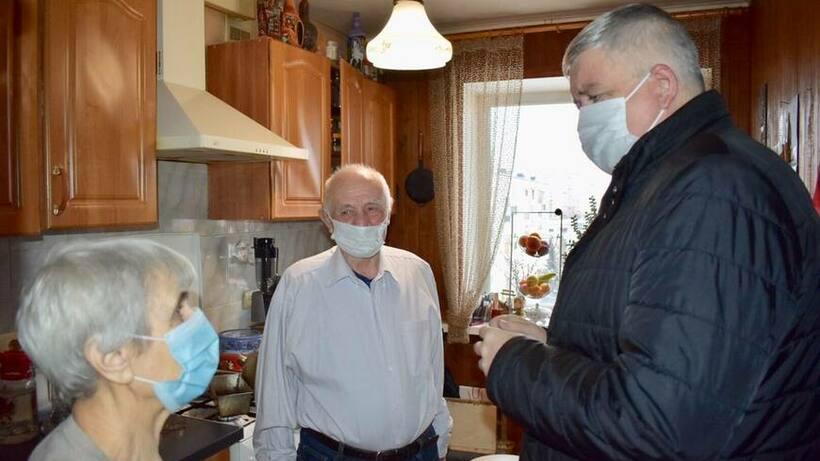 Продуктовый набор передали семейной паре из Балашихи, прожившей вместе 60 лет