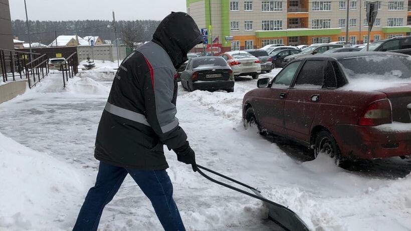 Порядка 1,2 тыс человек ликвидируют последствия снегопада в Балашихе