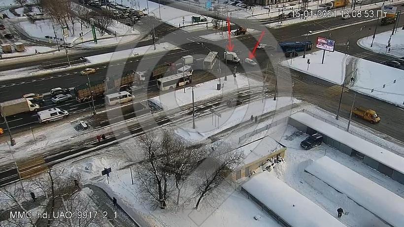 Две машины столкнулись на Каширском шоссе в Москве