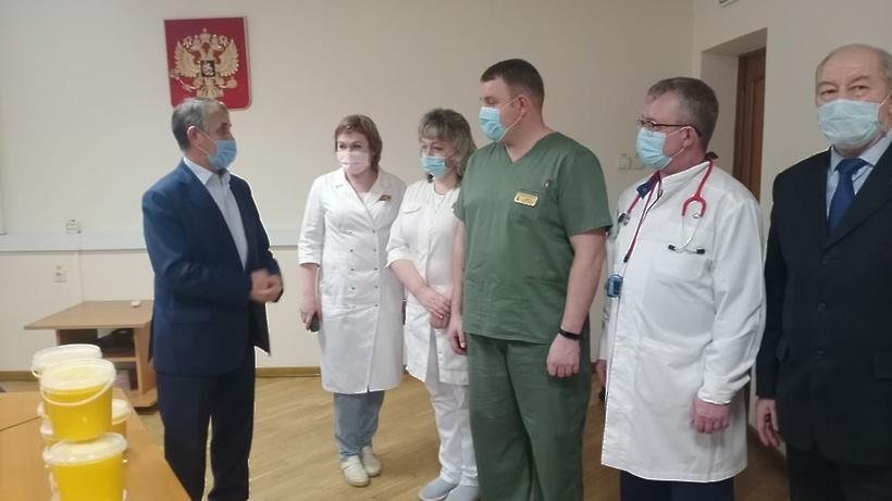 60 кг меда передали медикам госпиталя Росгвардии в Балашихе в рамках акции
