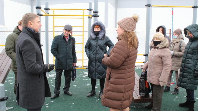Жители Малаховки Люберец попросили установить брусья на новой спортивной площадке
