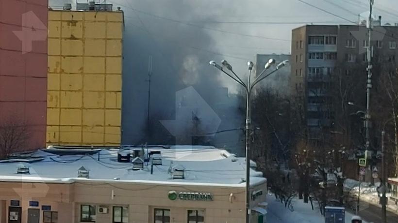 Видео с места пожара в поселке Мосрентген в Новой Москве