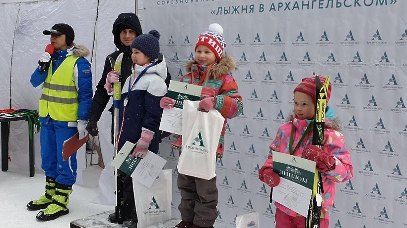 350 спортсменов вышли на старт лыжни на территории музея‑усадьбы «Архангельское»