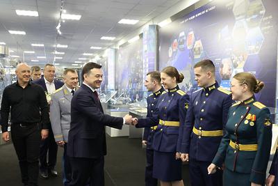 Воробьев поздравил военнослужащих Краснознаменска с Днем защитника Отечества
