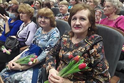 Женщин Балашихи поздравили на празднике с предстоящим 8 Марта