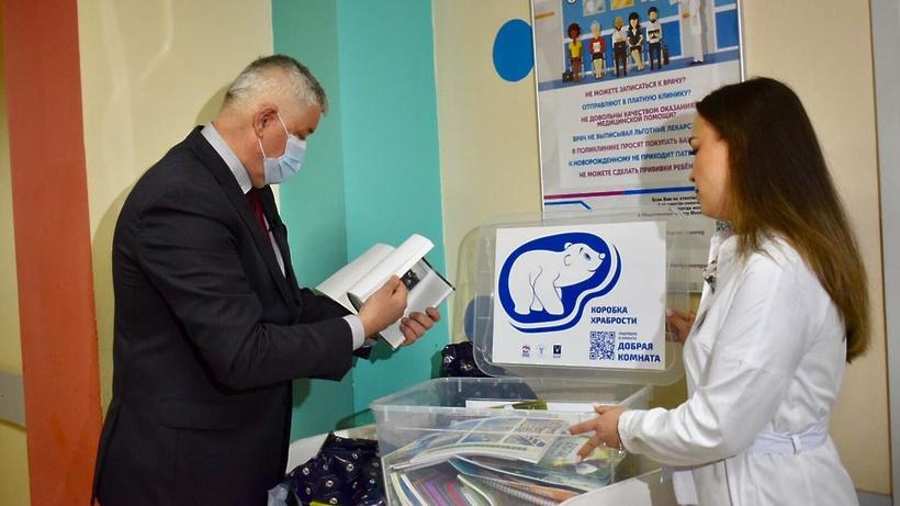 Книги, фломастеры и раскраски передали юным пациентам больниц Балашихи и Реутова