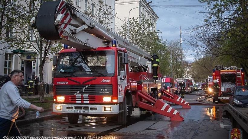 Названа приоритетная версия возникновения смертельного пожара в отеле в Москве