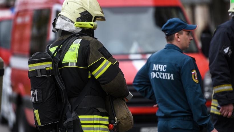 Пожарные потушили загоревшееся хозстроение в микрорайоне Балашихи