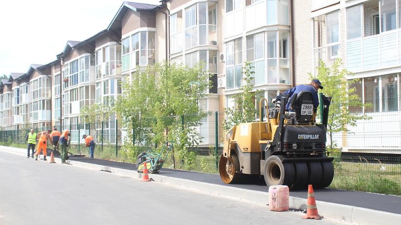 Тротуар обустраивают в жилом комплексе «Кореневский Форт» в Люберцах