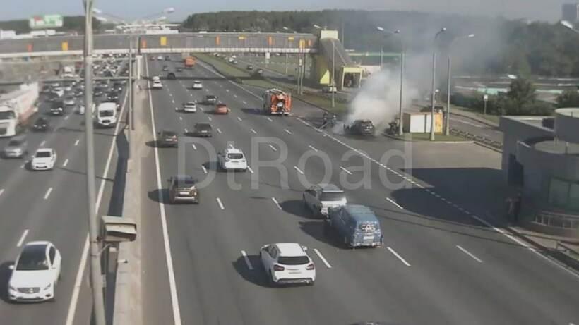Автомобиль загорелся на 43‑м км МКАД