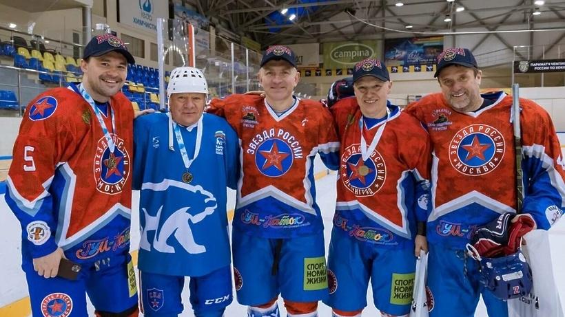 Команда общественной поддержки ЕР сразилась со «Звездой России» на льду в Ступине