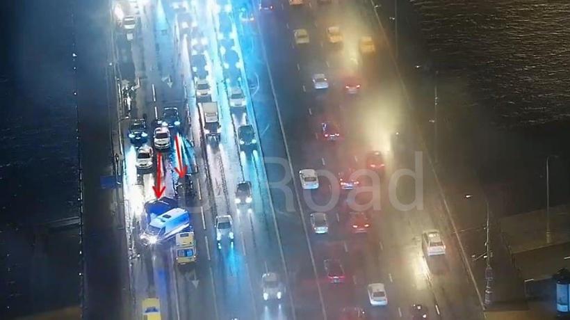 Движение затруднено на Новоарбатском мосту в столице из‑за ДТП